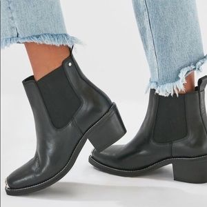 Urban Outfitters Anna cap toe chelsea boot 10